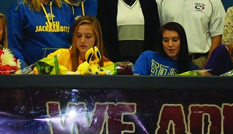 Gators Sign on the Dotted Line